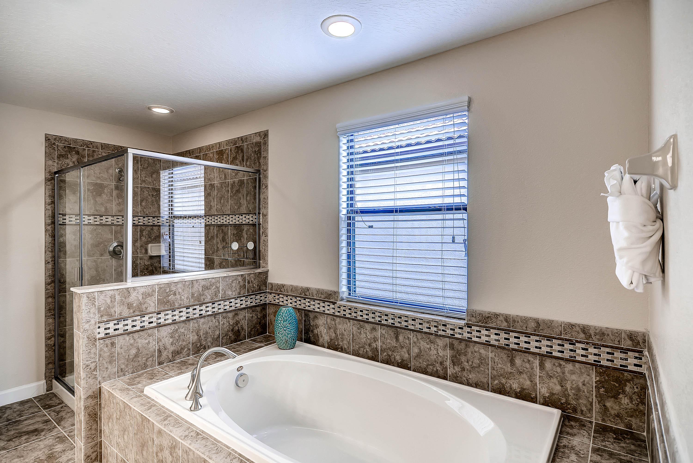 Bathroom_3.jpg